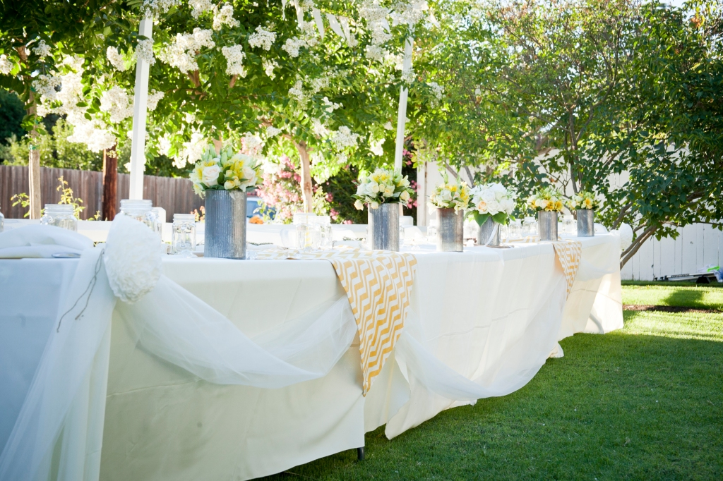I love the linens used. Casual and elegant.