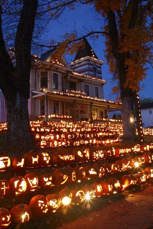 What?!!! http://blazepress.com/2014/10/20-halloween-house-decorations-that-totally-nailed-it/