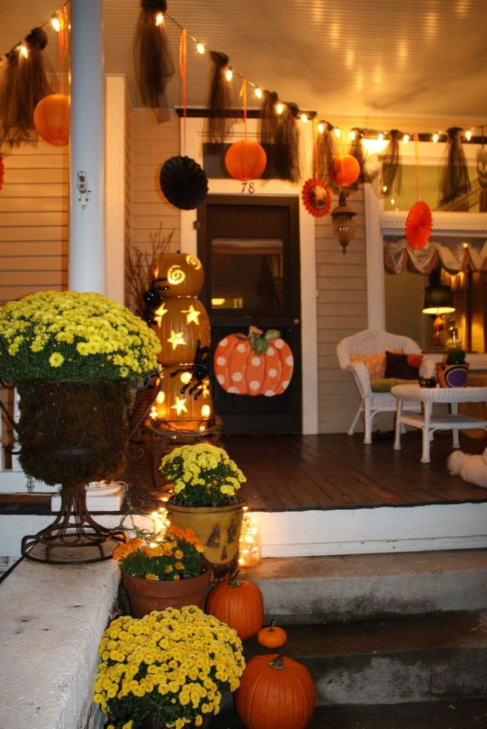 What if this was your house!? It could be! If these people did it you can do it! http://oursouthernnest.blogspot.com/2010/10/whimsical-halloween-decorations.html